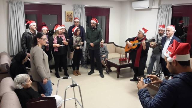 Χριστουγεννιάτικη εκδήλωση από την διεύθυνση και τους εργαζομένους του ξενοδοχείου Blue Palace